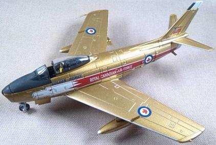 """Canadair Sabre Mk.5 del equipo acrobático """"Golden Hawks"""", escala 1/72, Corgi"""