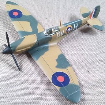 Spitfire Mk.II, RAF, escala 1/100, Italeri