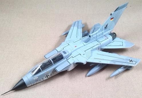 Tornado ECR, Luftwaffe, JBG32, escala 1/100, Italeri