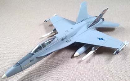 F-18A, US Navy, VFA-25, escala 1/100, Italeri