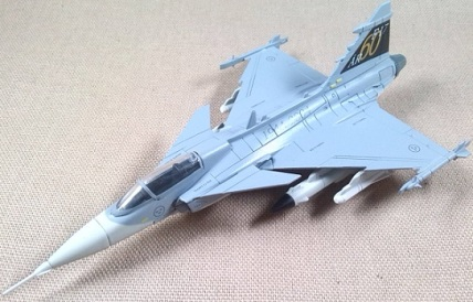 Saab JAS-39A Gripen, Fuerza Aérea sueca, escala 1/100, Italeri