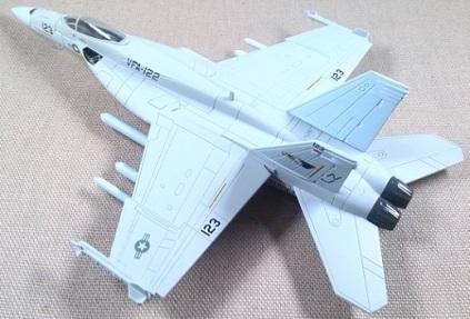 F-18E, US Navy, VFA-122, escala 1/100, Italeri