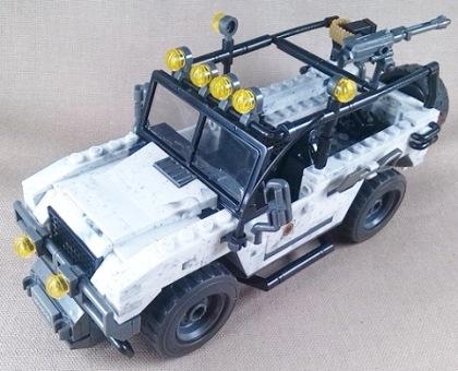 Land Rover con camuflaje invernal, modelo de montaje con bloques, escala aprox. 1/35, Mega Bloks