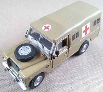 Ambulancia militar Land-Rover serie III 109, escala 1/43, Cararama