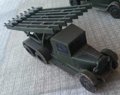 maqueta de un BM-13 Katyusha sobre camión ZIS-6, escala 1/100, Zvezda