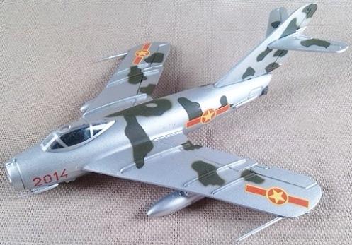 MiG-17 de la fuerza aérea norvietnamita, escala 1/100, Italeri