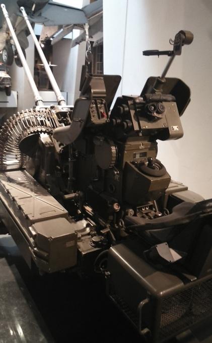 Biitubo Oerlikon de 20 mm empleada por los argentinos en Malvinas. Imperial War Museum, Londres.